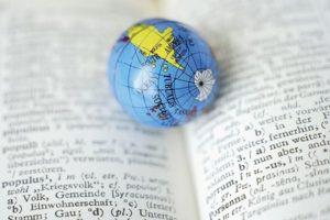 книга и глобус фото